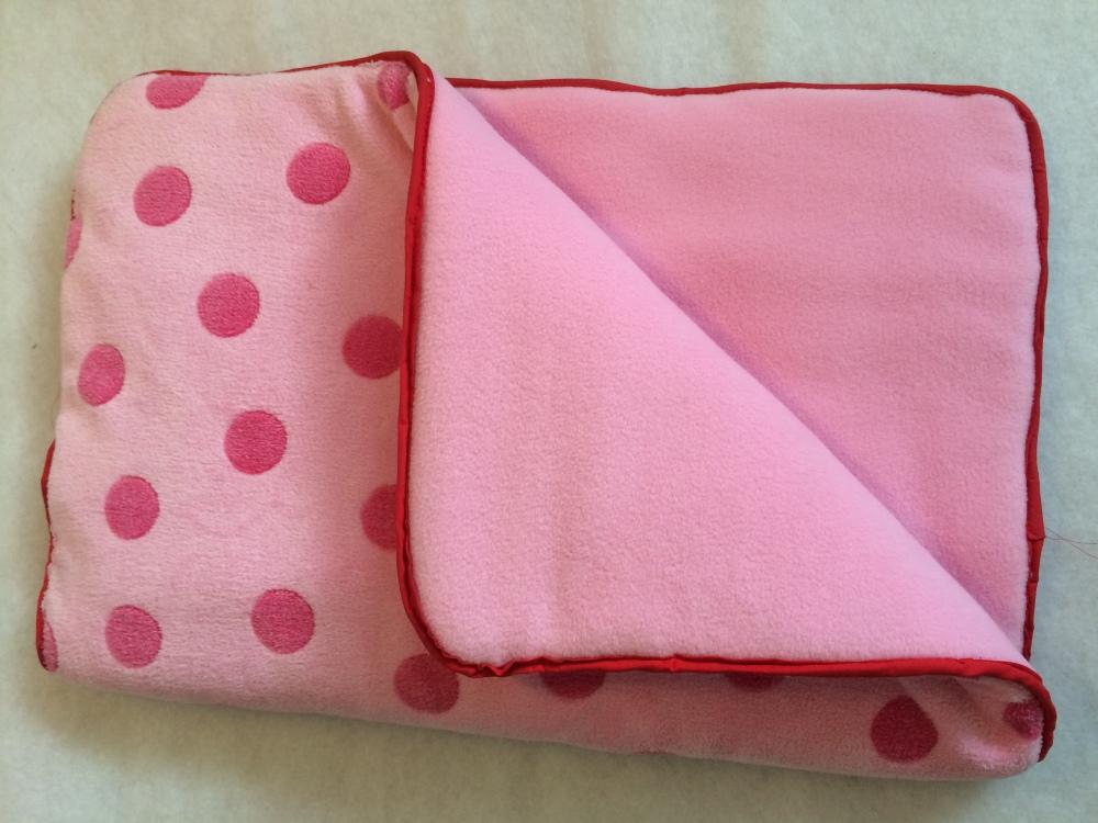Underlägg i rosa med prickar